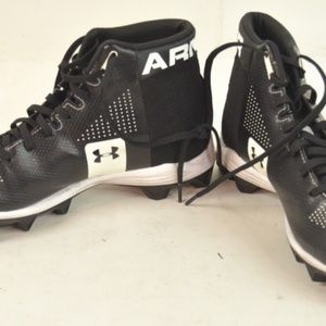 Very Nice Under Armour Black & White Cleats